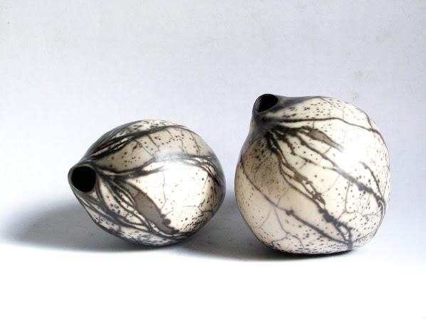"""Pièces uniques: CERAMIQUES modelées main, polies, enfumées, terres sigillées et """"Raku-nu"""""""