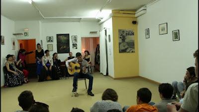 Cursos cajón flamenco, cante y guitarra Academia