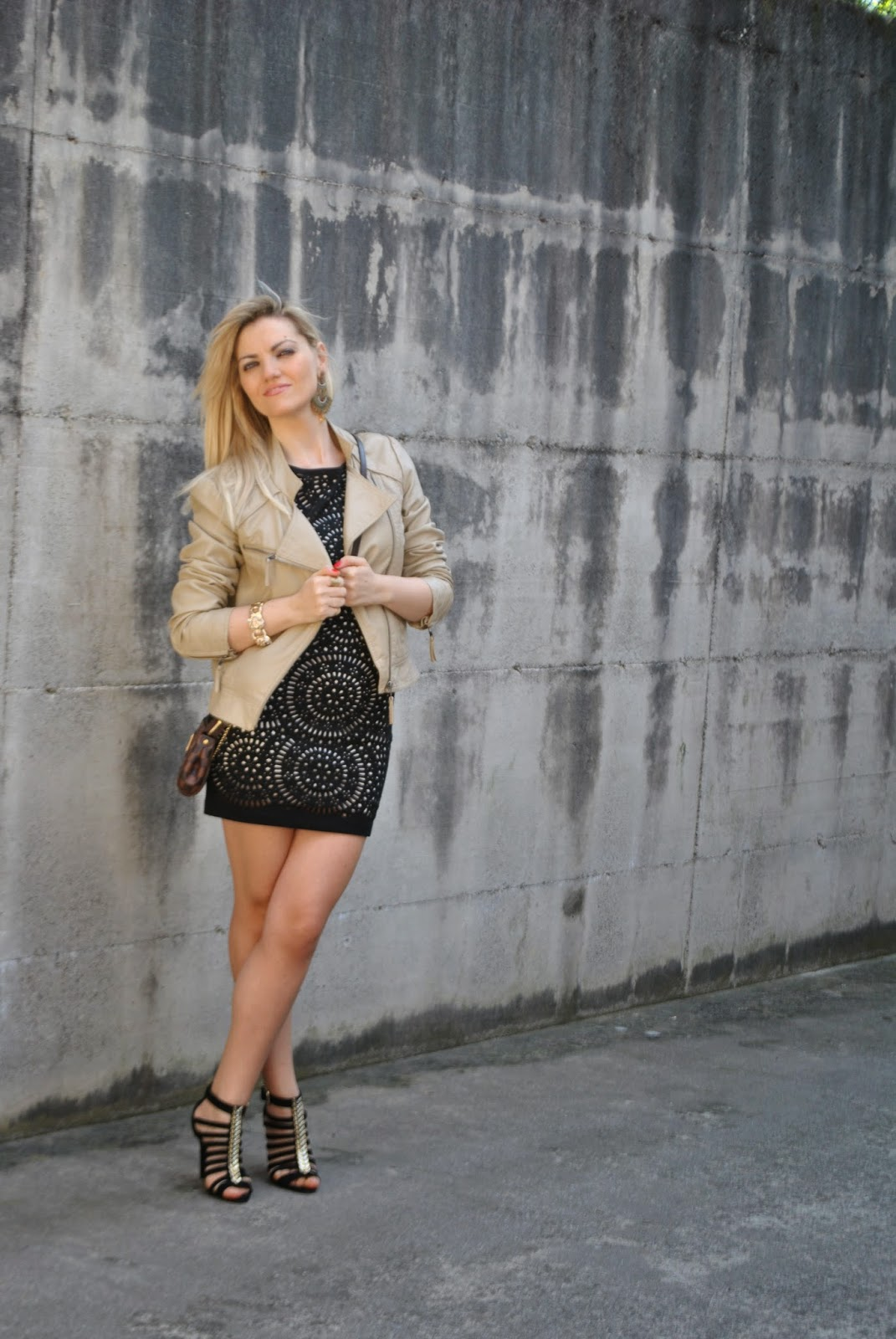 abbinamento beige e nero come abbinare il beige abbinamenti beige mariafelicia magno fashion blogger outfit chiodo in pelle beige outfit abito nero laser cut come abbinare la giacca in pelle mariafelicia magno colorblock by felym mariafelicia magno fashion blogger outfit nero outfit beige come abbinare il beige abito laser cut sandali neri e dorati schutz borsa louis vuitton outfit primaverili outfit aprile 2015 outfit per andare a ballare come vestirsi per andare a ballare fashion blogger italiane spring outfit laser cut dress how to wear laser cut dress laser cut dress street style fashion bloggers italy blondie blonde hair blonde girl come abbinare il beige