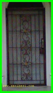 pintu double model besi tempa sederhana