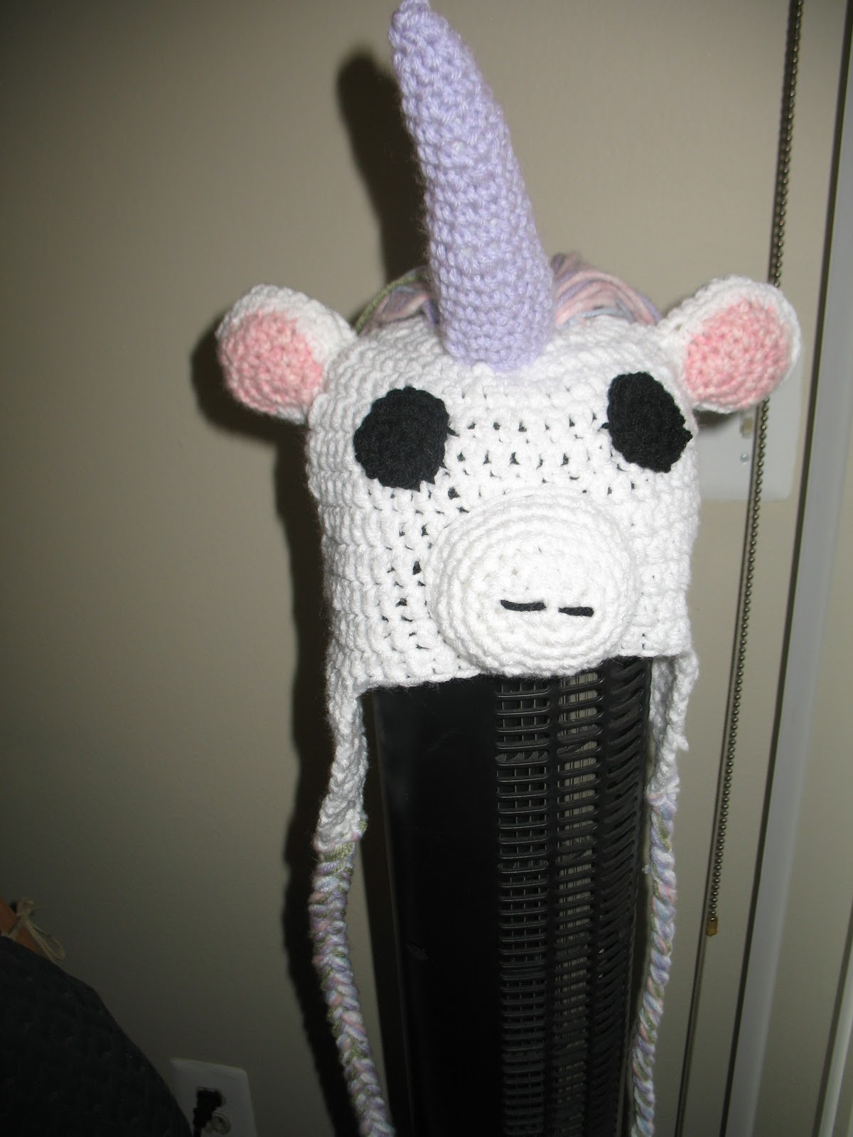Crochet Pattern For A Unicorn Hat : Craft Disasters and other Atrocities: Unicorn Hat