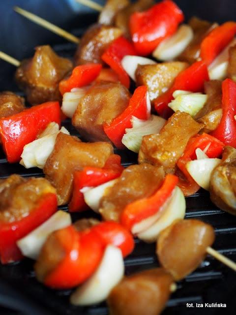 szaszłyk drobiowy , mięso i warzywa na szpadce , szaszłyki z grilla , grillowanie , mięso i warzyw z rusztu