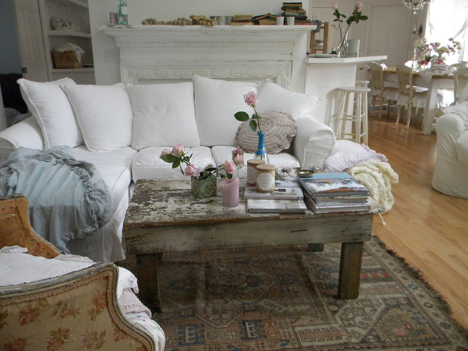 Shabby french for me shabby chic inspiration and a for Vintage chic living room ideas