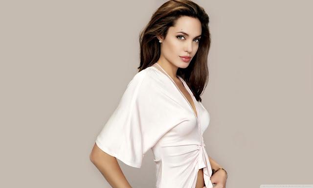 "<img src=""http://4.bp.blogspot.com/-q9zhylRybsM/UgVHPBg0VgI/AAAAAAAADRE/1_ZxQkm9_OE/s1600/angelina_jolie_2014-wallpaper-1280x768.jpg"" alt=""Angelina Julie wallpaper"" />"