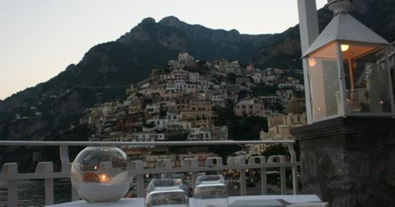 Tutto disco le terrazze per una cena sul mare cobalto di fronte alla piramide di positano sa - Le finestre di fronte ...