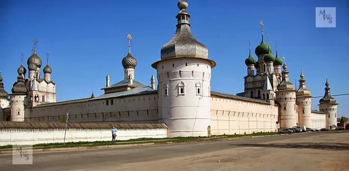 The Kremlin was built in the XVII century as Rostov Metropolitan, that is, the residence of Metropolitan Jonah.
