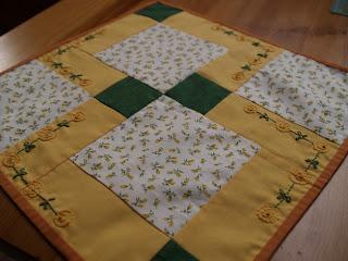 patchwork asztalközép tavaszi minta, cut 9 patch, 9 foltos
