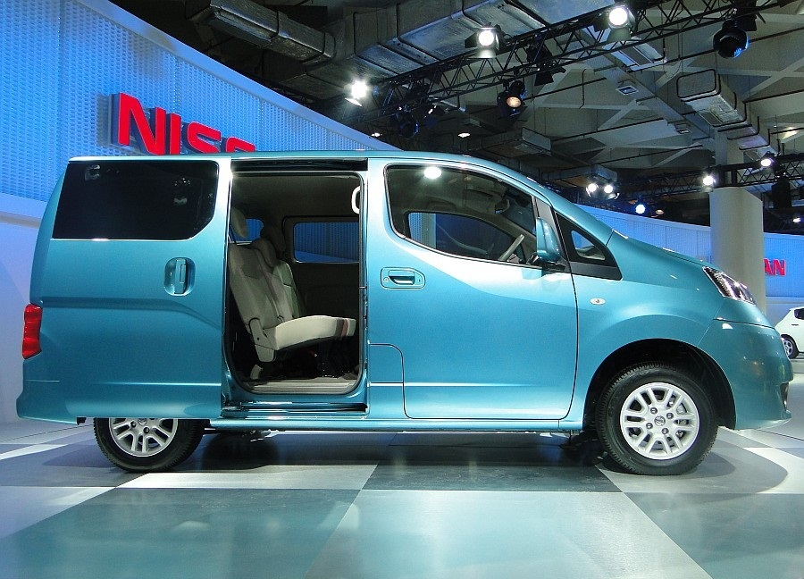 nissan evalia 2012 launch in india review price interior engine exterior autodraaak. Black Bedroom Furniture Sets. Home Design Ideas