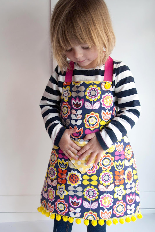 Aesthetic Nest: Sewing: Child\'s Reversible Fat Quarter Apron ...