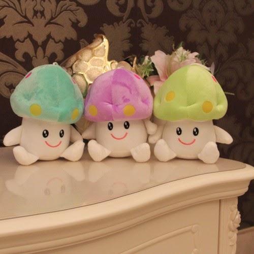 Kado ulang tahun untuk pacar berupa boneka jamur.