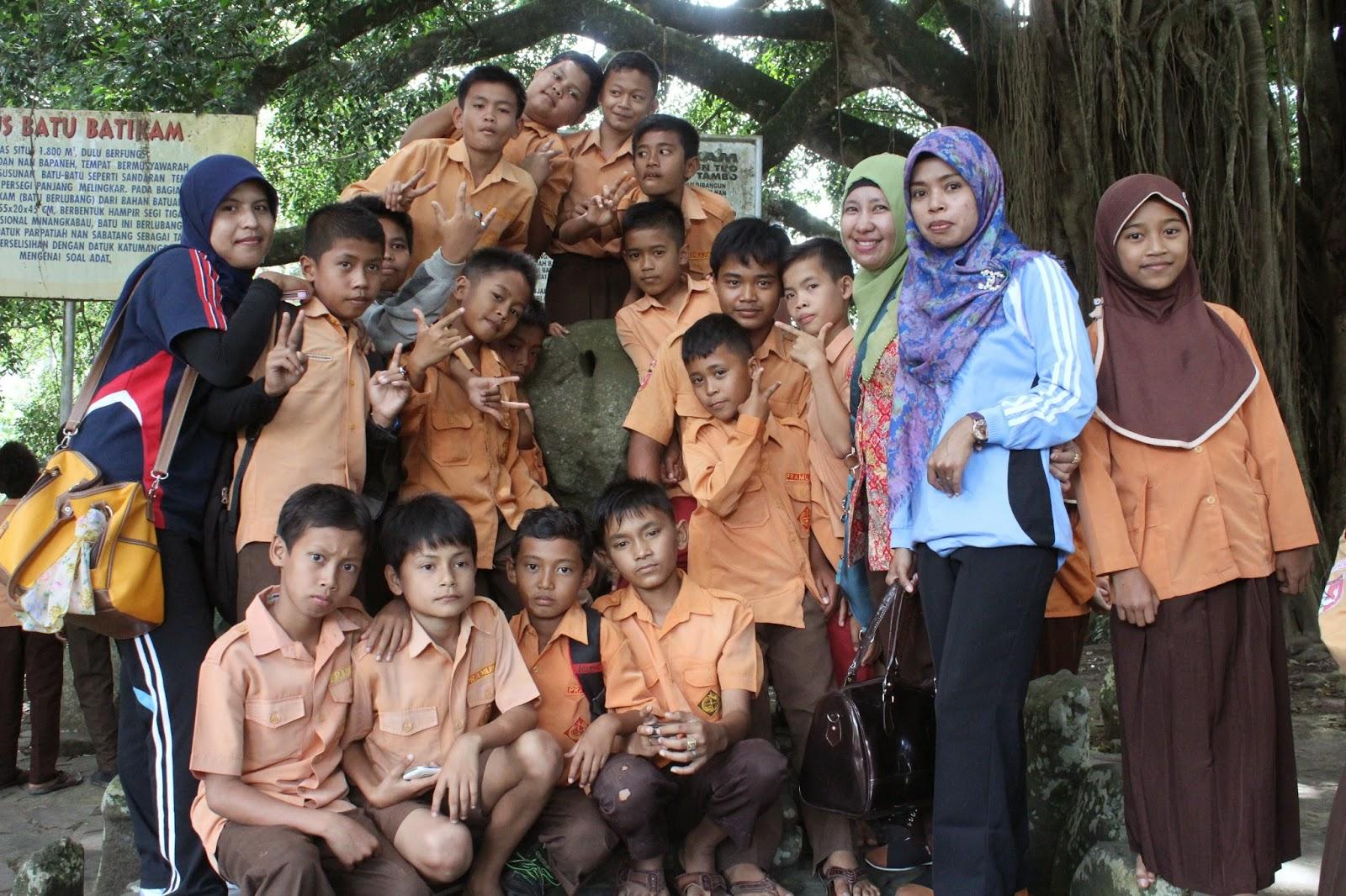 Jelajah Indonesia Sumatera Barat Batu Batikam Dan Istana Pagar Ruyung Pellokila Penjelajah