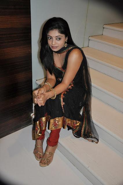 shikha in padam paarthu kathai sol movie hot photoshoot