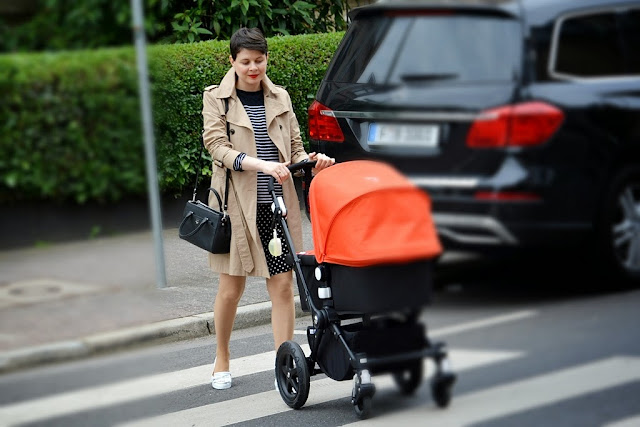 Bugaboo camelion, trench coat Hallhuber, blue stripe pattern jumper, polka dots dress
