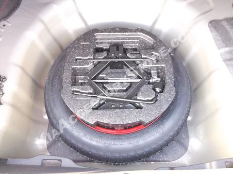 http://www.kiaaccessorystore.com/kia_rio_spare_tire_kit.html