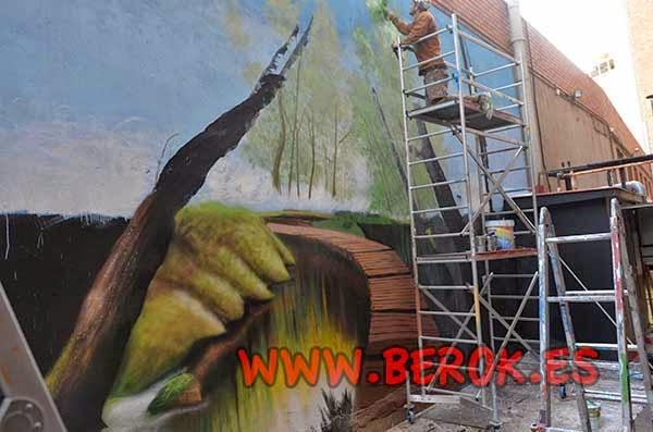 Mural de bosque en proceso