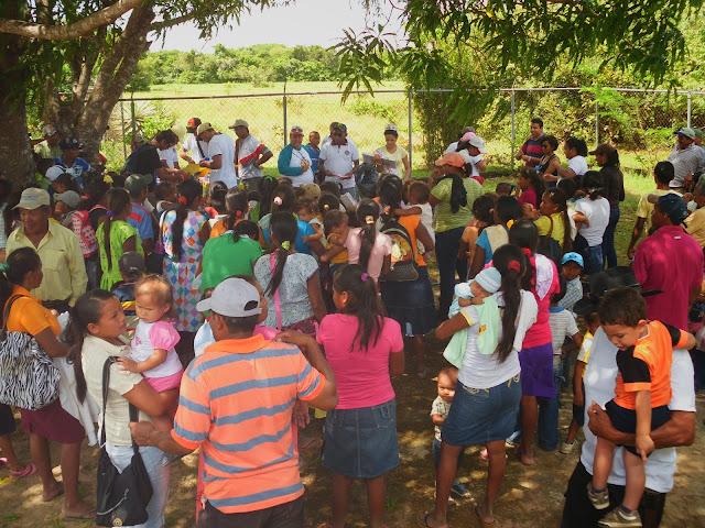 Más de 130 niños y niñas de Médano Alto y Copa de Oro recibieron juguetes y sonrisas anticipadas en navidad