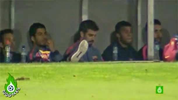 ¿Estaba mirando Piqué el móvil contra el Espanyol?