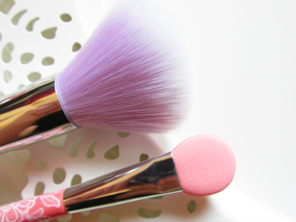 essence giant eyeshadow applicator & powder blush haare