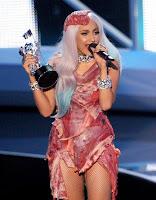 Gaga e seu polêmico vestido de carne