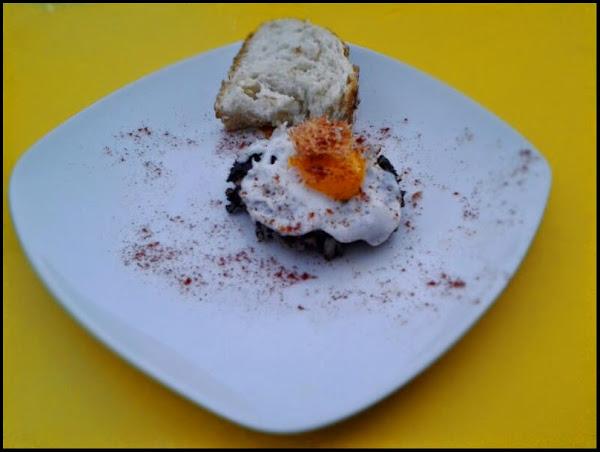Huevo de codorniz sobre morcilla de burgos con virutas de jamón en el Timón de La Lonja Moratalaz. Ruta de la Tapa de Moratalaz del día 14 al 20 de Julio de 2014