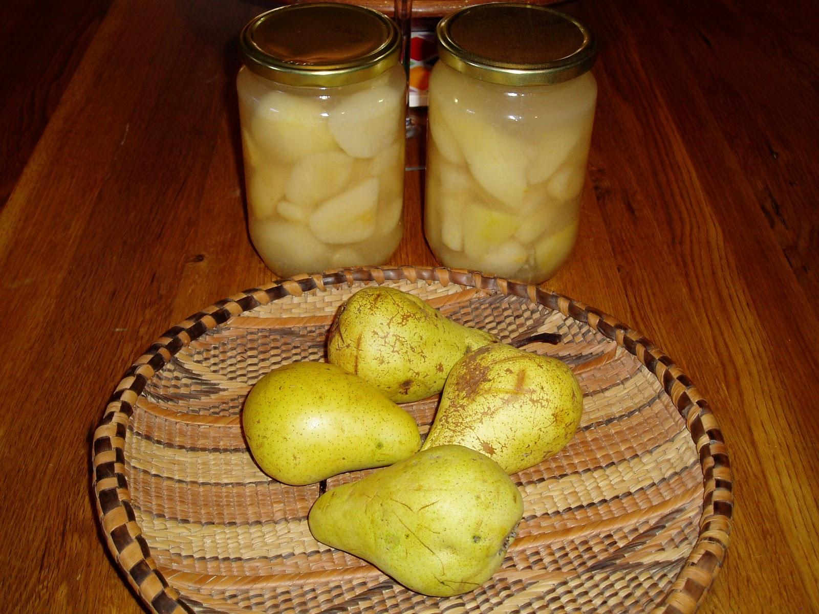 Preserved Pears in Syrup