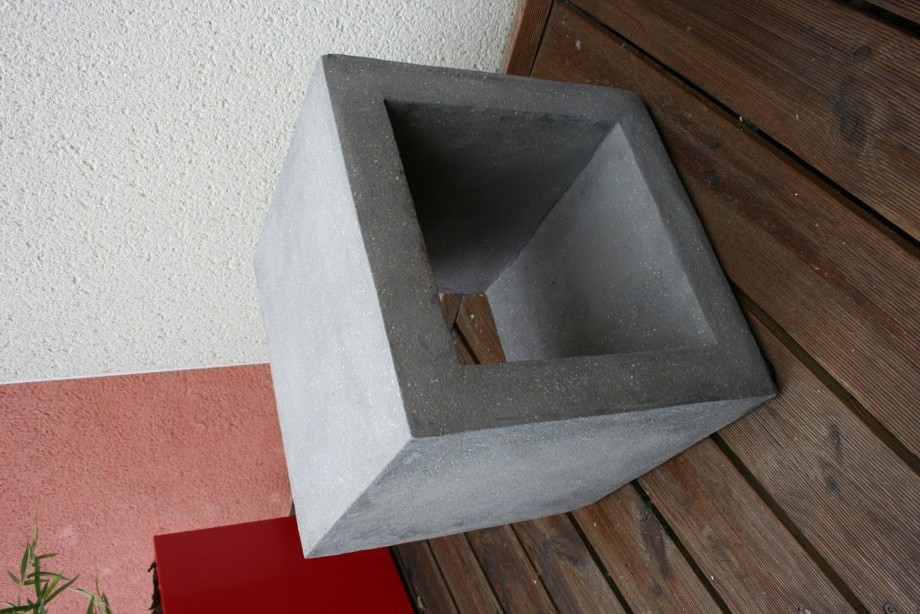 un cube b ton dans la d co le blog de loftboutik. Black Bedroom Furniture Sets. Home Design Ideas