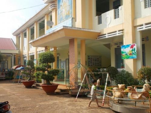 Gia Lai: Thêm 1 trường phải trả lại tiền cho phụ huynh vì thu sai