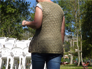Chaleco de crochet o ganchillo detalle de la espalda