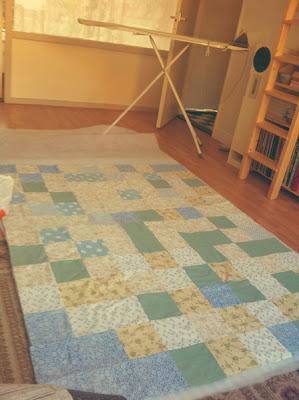 Ouderwetse quilt in geel en blauw