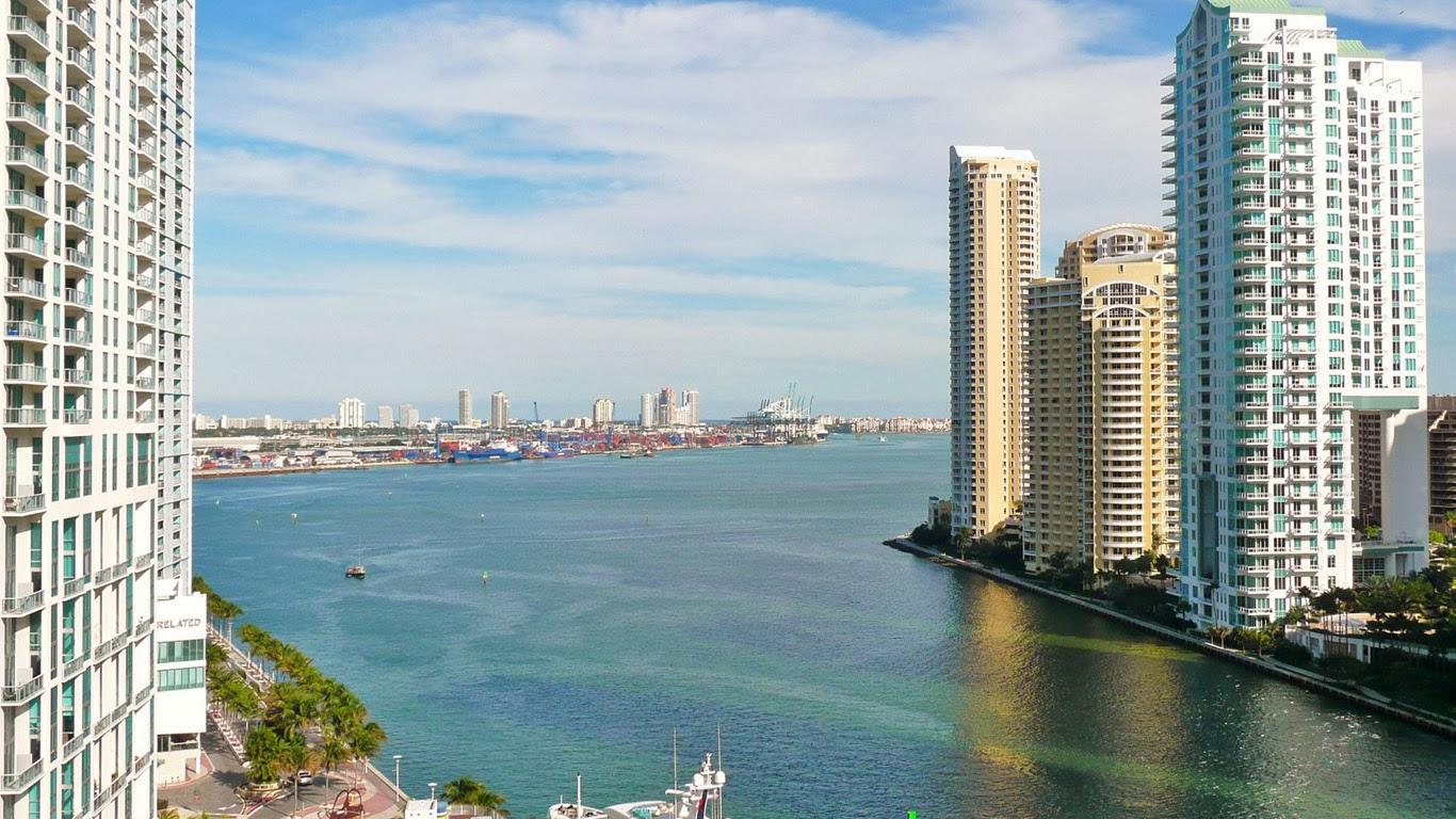 Desktop wallpapers view of miami city | Wallpaper view