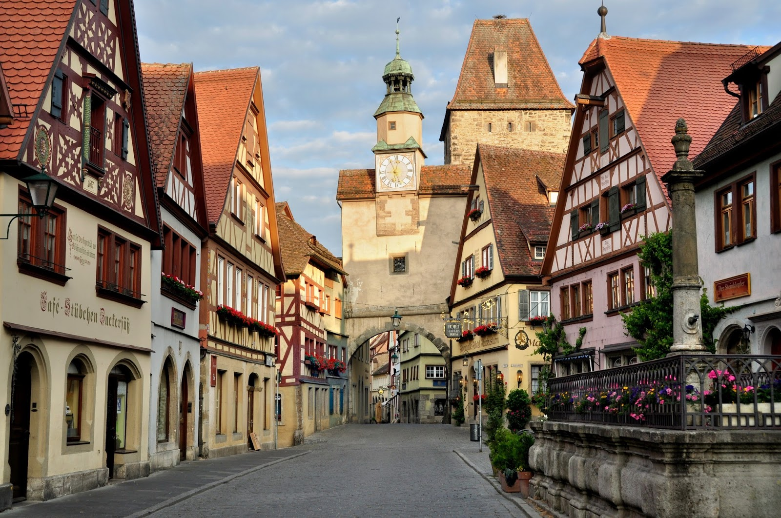 let 39 s travel the world rothenburg ob der tauber germany a fairytale town. Black Bedroom Furniture Sets. Home Design Ideas