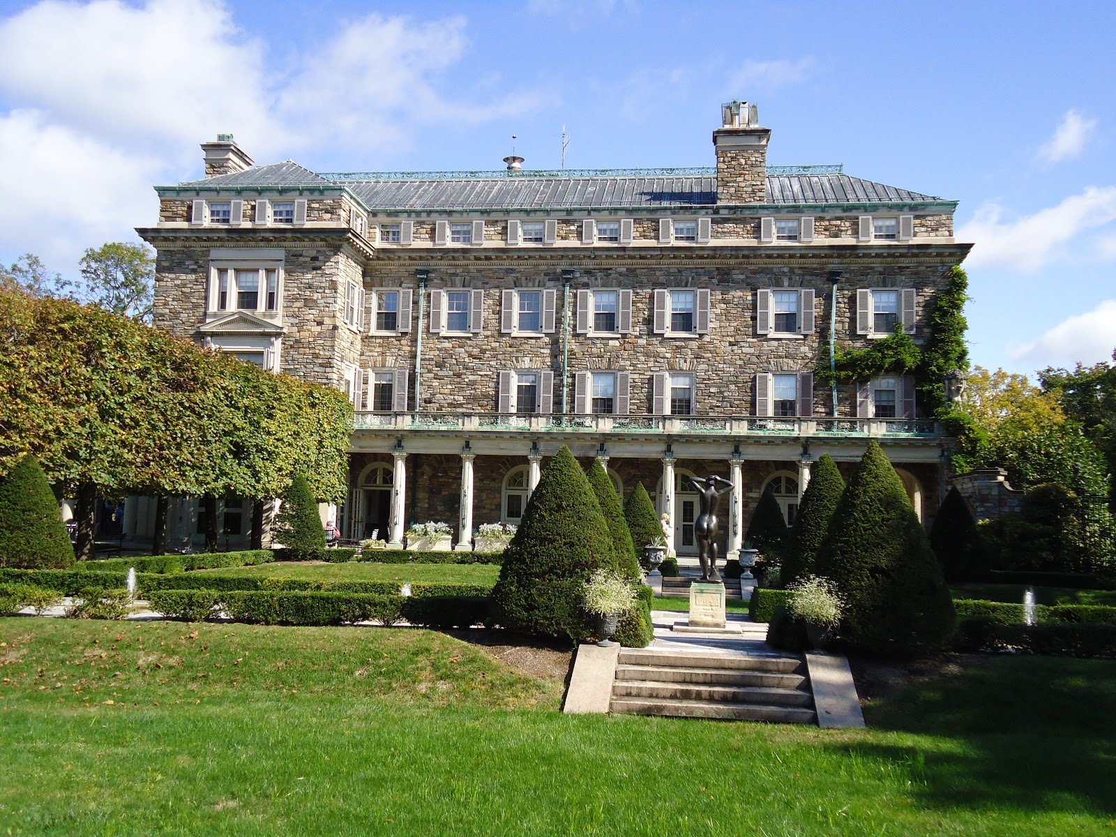 Smooth savvy travels kykuit the rockefeller estate for Old new york mansions