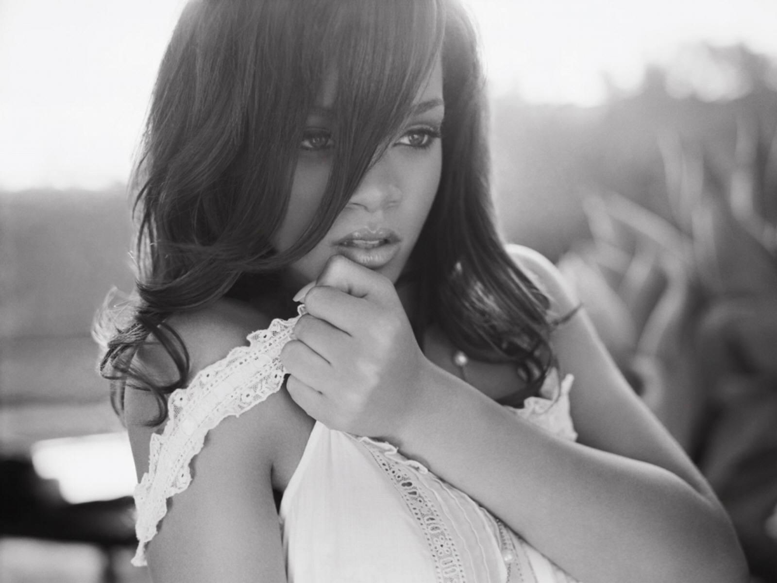 http://4.bp.blogspot.com/-qFZW0Of6lHQ/TyanlrmnjCI/AAAAAAAAC8Q/XF2fc4pMxtQ/s1600/Rihanna-wallpapers-2012-2.jpg