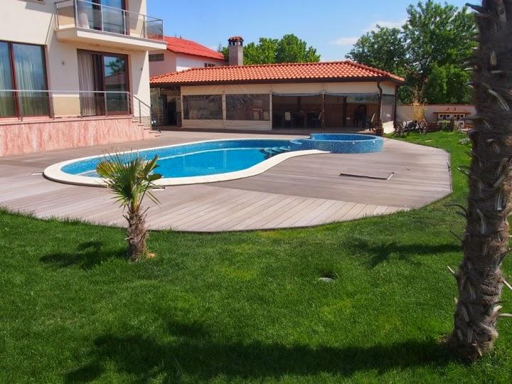Външен басейн с кристална мозайка и дърволекс 4