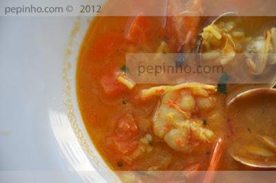 Sopa de arroz con marisco