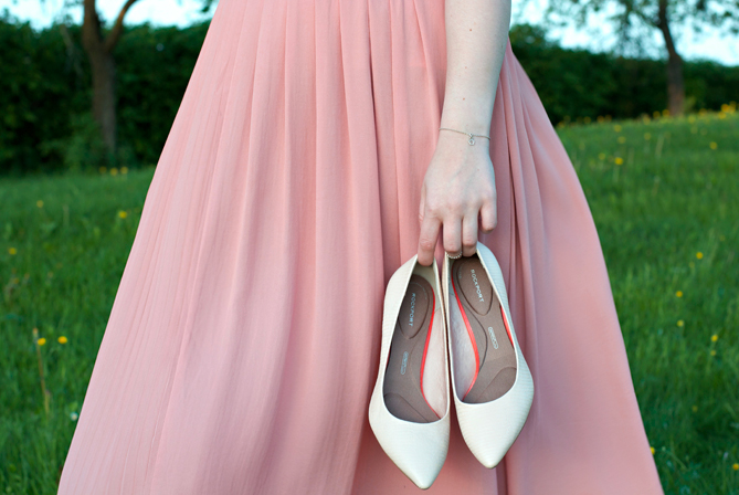 midi skirt pumps combination outfit
