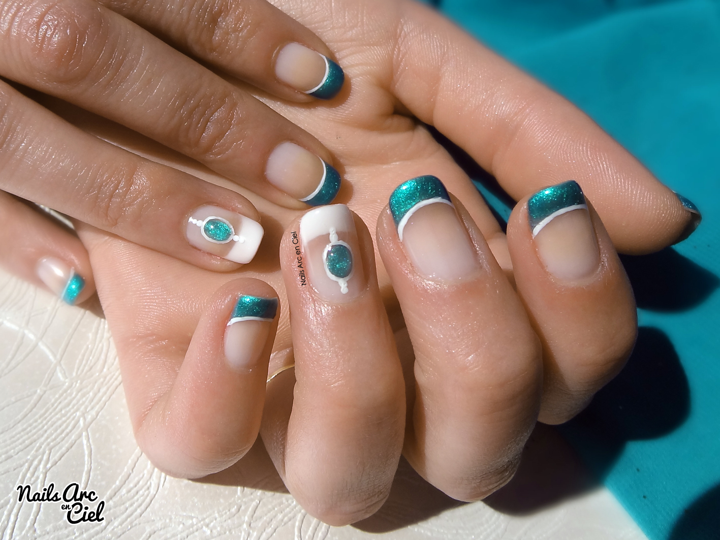 nails arc en ciel nail art pierre liquide turquoise bijoux d 39 ongle. Black Bedroom Furniture Sets. Home Design Ideas