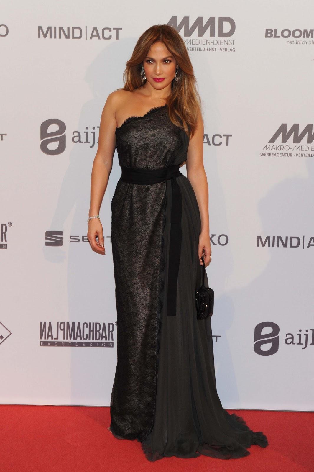 http://4.bp.blogspot.com/-qGsWczKBq6o/UIzCuP2WtYI/AAAAAAAAWvU/_qEQfKyubis/s1600/Jennifer+Lopez++attends+2012+UNESCO+Charity+Gala+2012+in+D%C3%BCsseldorf+October_27_2012+-0+1.jpg