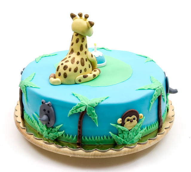 Giraffe Sophie jungle fondant cake back side monkey