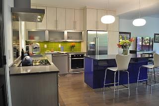 dapur+modern+tema+biru Kombinasi Warna Interior Untuk Rumah Modern