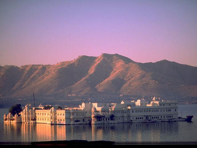 palacio-lago-rajastan