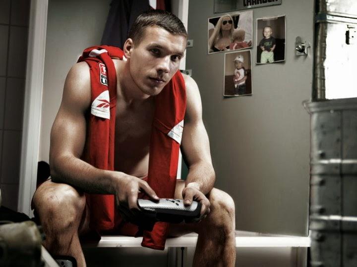 Lukas P Koleksi Foto Hot dan Six Pack Lukas Podolski (Pesepak Bola Jerman)