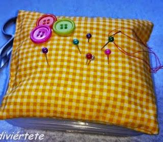 http://www.decoraydiviertete.net/2014/07/un-paso-paso-para-hacer-un-cojin-y-no.html