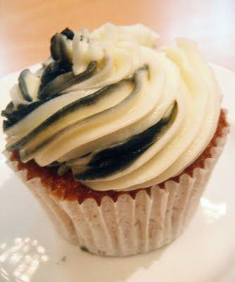 Swirly Magpie Cupcake
