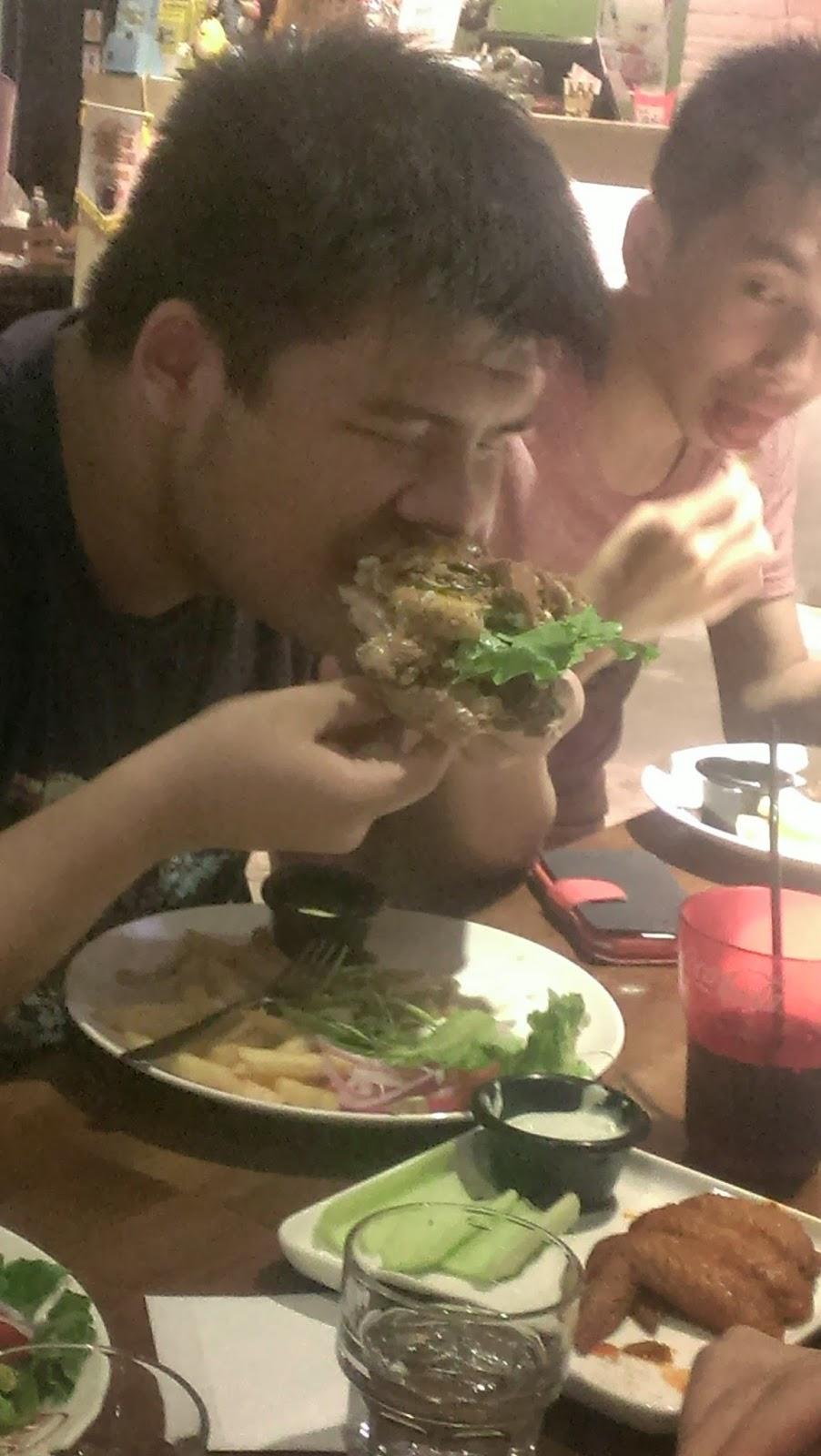 2014 07 27+18.37.56 - [食記] Bravo Burger 發福廚房 - 大口咬下美式漢堡,滿滿的熱量,滿滿幸福!