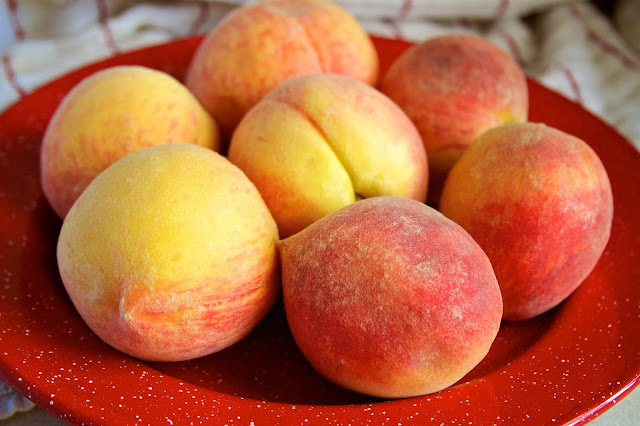 Fresh Peaches. Lansing Treats. Tammy Sue Allen Photography.