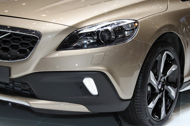 фотографии Volvo v40 2013