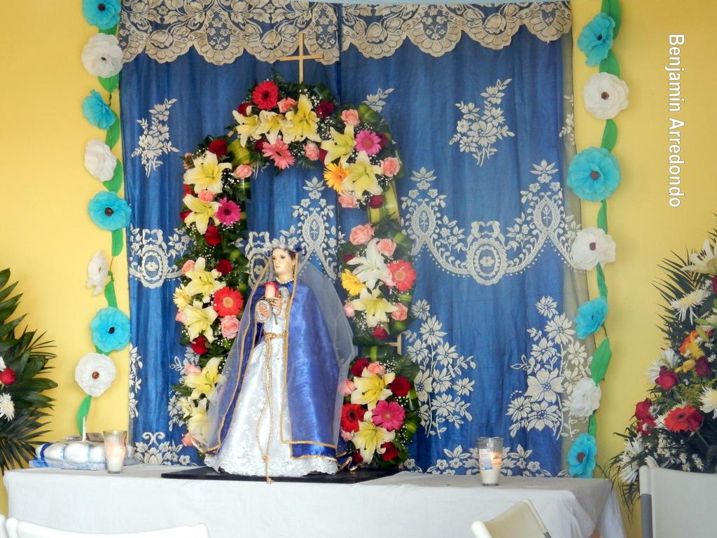 Decoracion De Altar De Virgen De Urkupi?a ~   Hospital La devoci?n a la Virgen Mar?a en Salamanca, Guanajuato