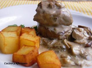 http://www.cocinayaficiones.com/2011/11/solomillo-de-cerdo-iberico-con-salsa-de-setas-receta/