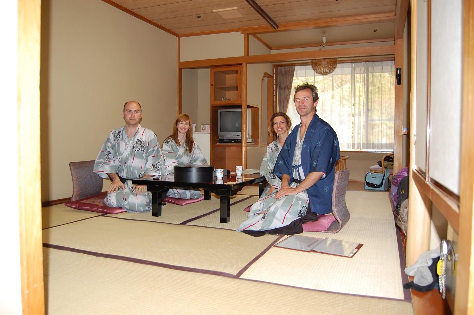 La paluluta la mam de leo la mesa nueva for Mesa japonesa tradicional